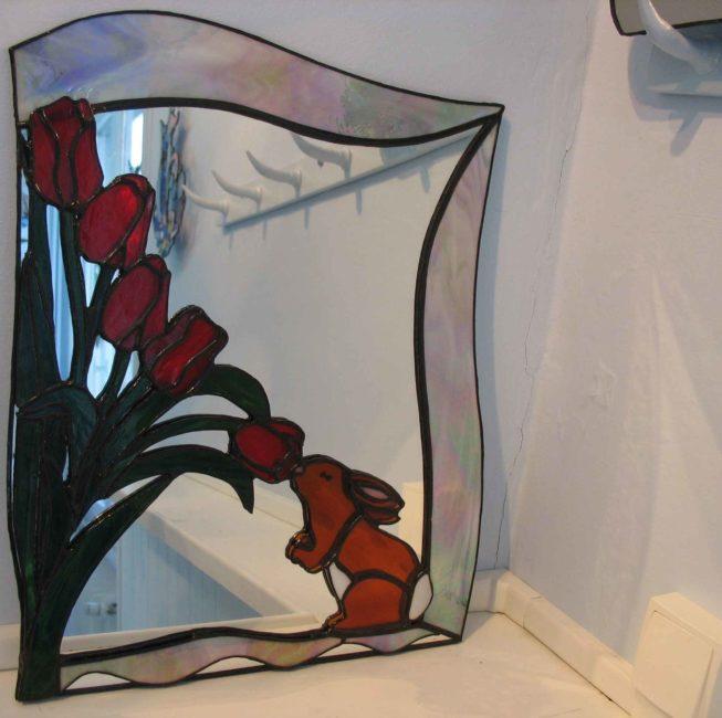 Miroir personnalisé, cadeau représentant un lapin et des fleurs