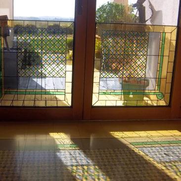 Décoration de fenêtre géométrique personnalisée en vitrail Tiffany