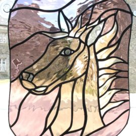 Attrape lumière en vitrail représentant un poulain farouche pour déco