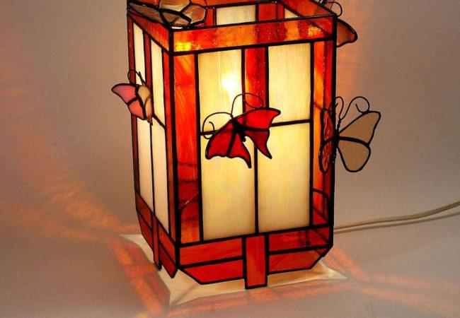 Lampe papillon personnalisée pour décoration originale en vitrail Tiffany