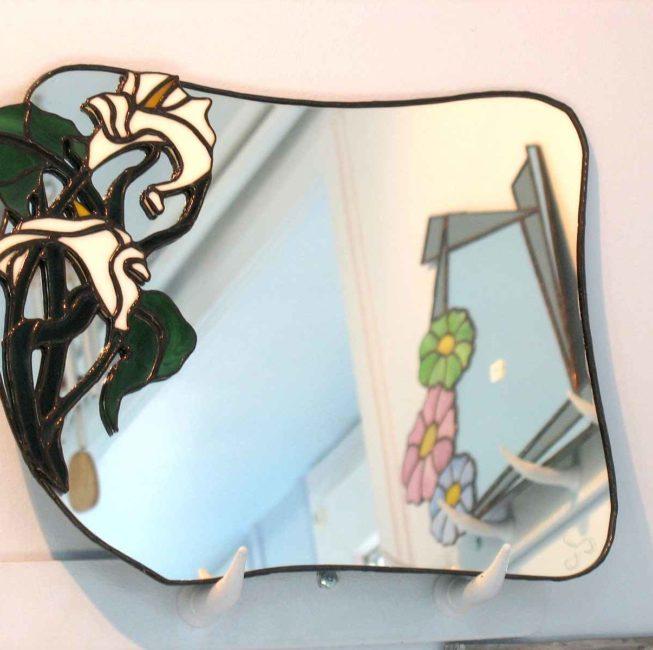 Vitrail miroir représentant des fleurs personnalisé pour décoration originale