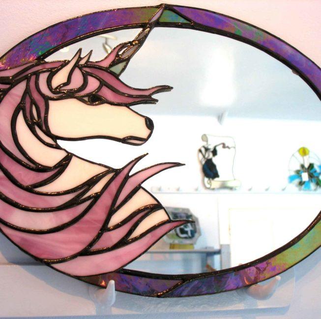 Miroir-vitrail cadeau personnalisé représentant une licorne