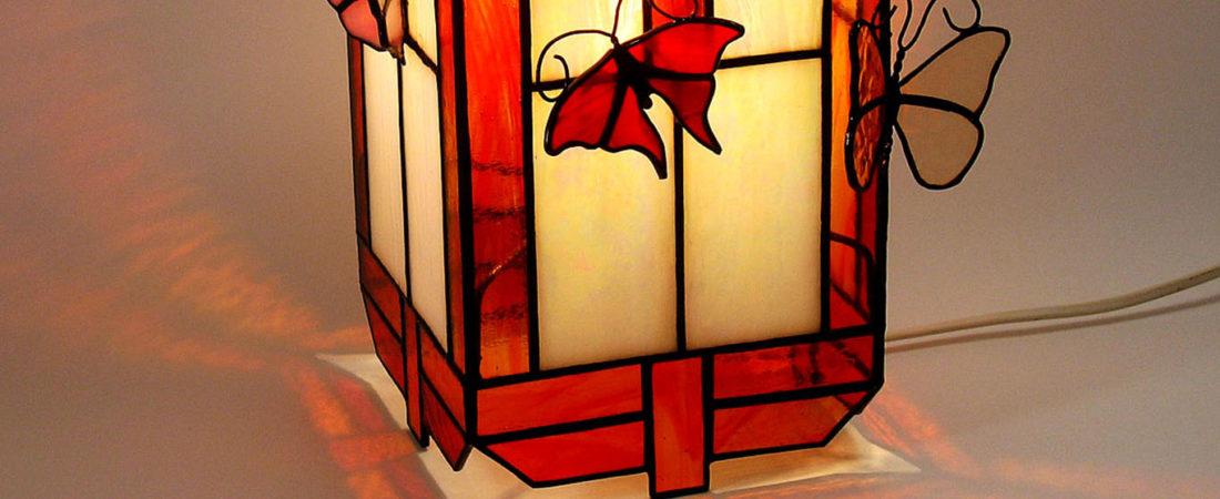 Lampe décorative style zen en vitrail Tiffany pour décoration intérieur atypique